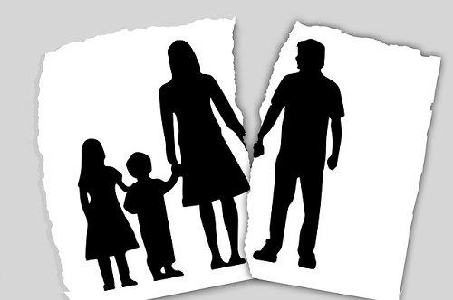 Sentimientos enfrentados y ruptura familiar